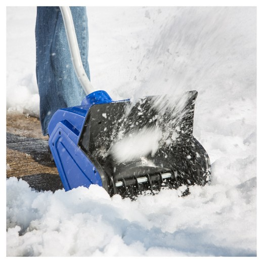 electric snow shovel throwing