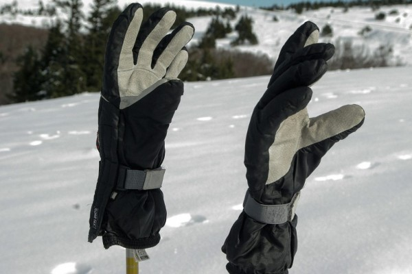 An in depth review of the best ski gloves in 2018