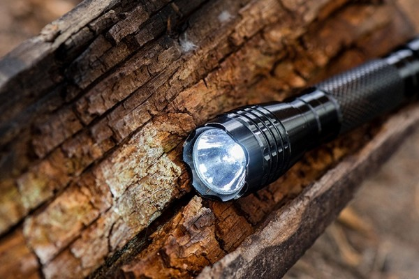 an in-depth review of the best aa flashlights in 2018